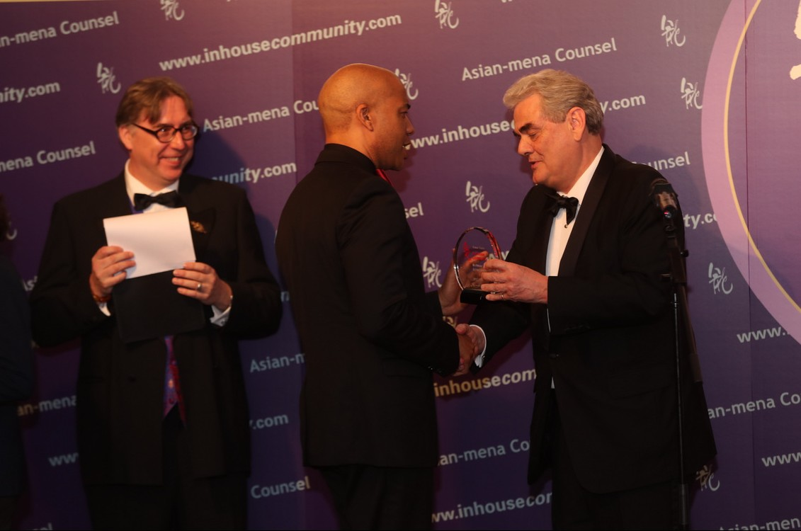 Stefan Gannon of the HKMA, our recipient in 2010, presents to Trevor Faure with the In-House Community Achievement Award