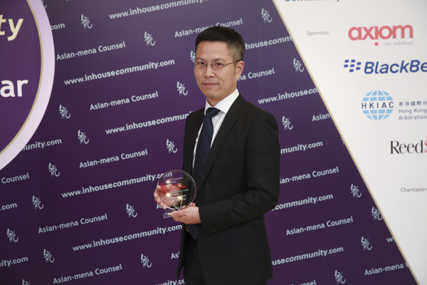Property, Infrastructure & Logistics Winner: MTR Corporation – Yu Yuen Wong of MTR receives the award