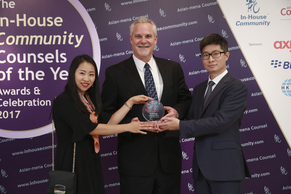 Knowledge Management Asia Winner: Daimler Greater China – Sun Ning, Matthew Kendrick and Luna Ren celebrate the award