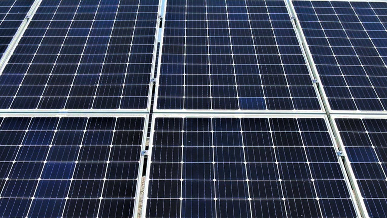 Over the past five years, solar electricity developers (developers) have busily installed photovoltaic (PV) panels on the rooftops all over Thailand.